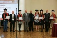 СПбГУ первым в России вручил дипломы ученым, защитившимся по новым правилам